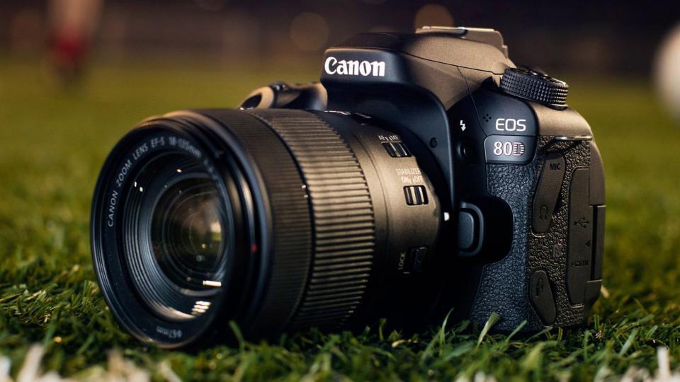 دوربین کانن canon 80d چطوره؟