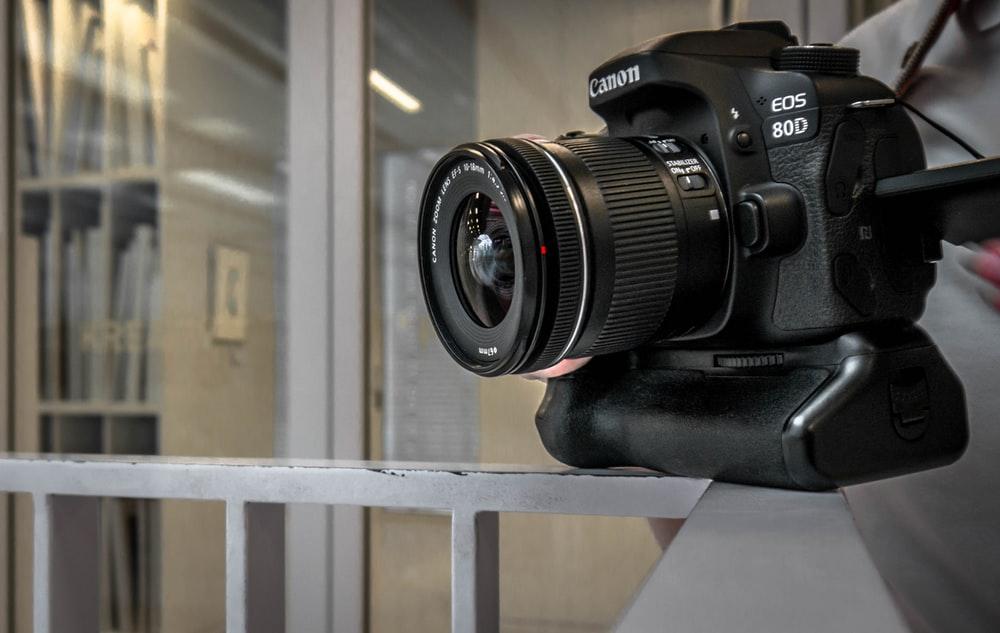 بررسی دوربین canon 80d